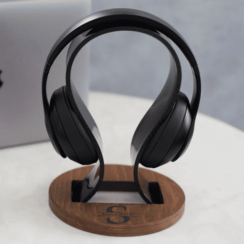 an image of a personalised headphone stand - one of our picks of gifts for 17 year old boys